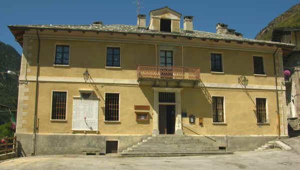 La sede del municipio di Prazzo